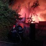 Două case au fost distruse într-un incendiu