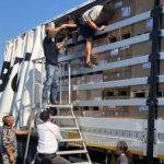 42 de migranți din Irak, Palestina și Siria, găsiți ascunși într-un autocamion