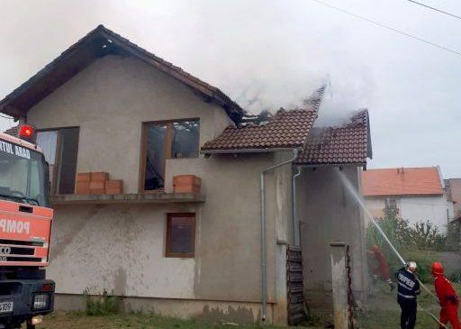Incendiu la o casă din comuna Vladimirescu