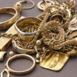 O tânără a furat bijuterii dintr-o locuință din Macea