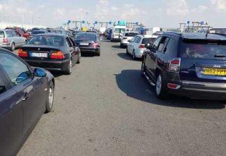 Coloană de maşini la ieşirea din ţară prin PTF Nădlac II