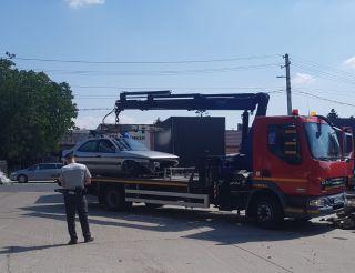 Maşinile abandonate pe străzile municipiului, ridicate și depozitate