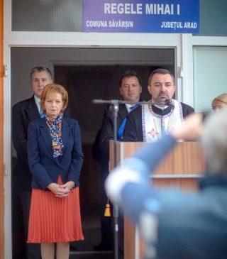 """Liceul Tehnologic din Săvârşin a primit numele de """"Regele Mihai I"""""""