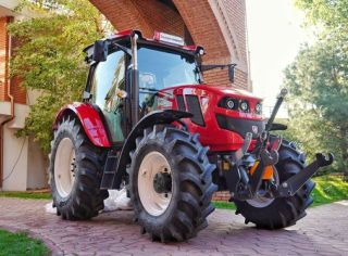 """TAGRO, primul tractor """"made in România"""" după o pauză de 10 ani"""