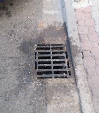 """USR Arad sesizează o deversare de ulei din Piața """"Avram Iancu"""""""