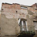 Sute de somații trimise proprietarilor de clădiri degradate din Arad