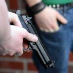 Cei doi bărbaţi care ar fi împuşcat un interlop, arestaţi preventiv