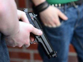 Cei doi bărbaţi care au împuşcat un interlop pe o stradă din Arad s-au predat