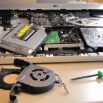 Carcasa laptop: înlocuire sau reparație?