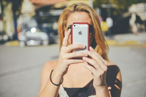 5 moduri de a-ți proteja iPhone-ul împotriva zgârieturilor