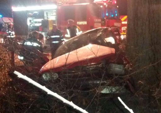 Accident la Sintea Mare. Trei persoane rănite au fost duse la spital