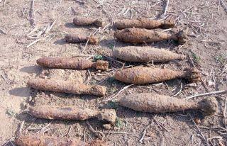 60 de bombe găsite în depozitul subteran descoperit la marginea Aradului