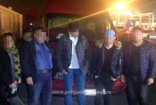 Patru migranți au fost găsiți ascunși într-o autoutilitară, la PTF Nădlac II