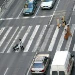 Proiect. Autorităţile locale, obligate să asigure iluminatul public al trecerilor de pietoni