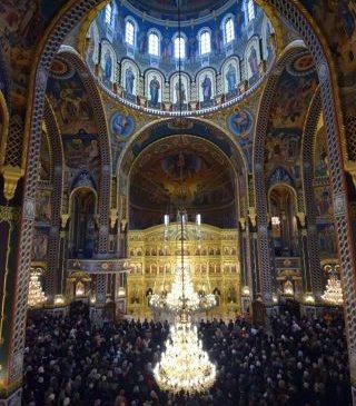 Pictura Catedralei Arhiepiscopale din Arad a fost sfințită de un sobor de 8 ierarhi