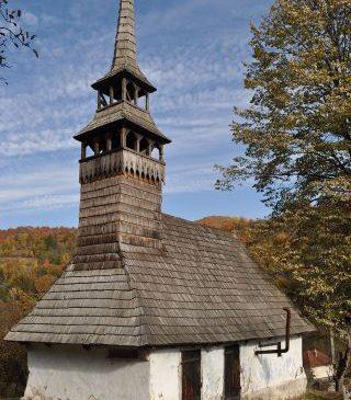 Două biserici de lemn, monumente de artă, în satul Luncșoara