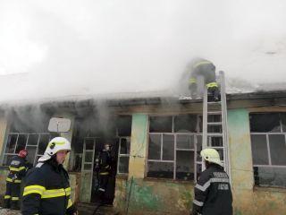 Incendiu la Ghioroc. Frate și soră, transportați în stare gravă la spital