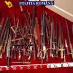 Arme, cartușe, săbii și cuțite, găsite în locuința unui bărbat din Galșa