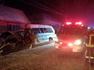 Accident pe DN 7, la Lipova. O persoană a murit, alte 12 sunt rănite