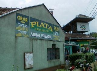 """Primăria din Arad, amendată pentru o hală din Piața """"Mihai Viteazul"""""""