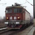 UPDATE Trafic feroviar blocat. Un autoturism a rămas pe calea ferată, la Zimandu Nou