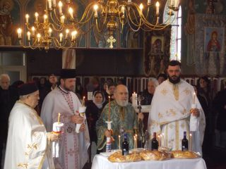 IPS Timotei l-a pomenit pe Vasile Goldiș în satul său natal