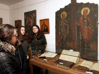 Expoziție de icoane și carte veche bisericească, la Muzeul orașului Lipova