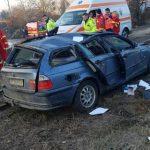 Un autoturism a căzut de pe pasajul din Micălaca