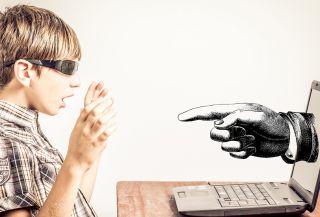 Psiholog: Cyberbullying-ul este mai periculos decât cel din școală