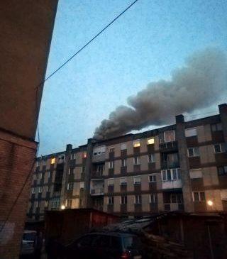 Incendiu la un bloc din Sebiș. Intervenție dificilă a pompierilor