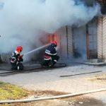 Incendiu la parterul unui bloc din Sebiș. Locatarii au fost evacuați