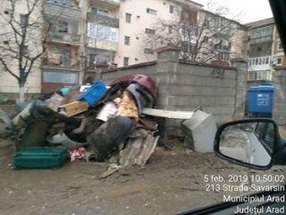 Primăria avertizează: Deşeurile de la demolarea garajelor trebuie depozitate în locuri special amenajate