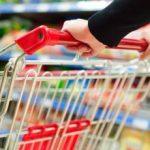 Nemulțumită de modul în care a fost servită, o femeie a agresat angajatul unui hipermarket