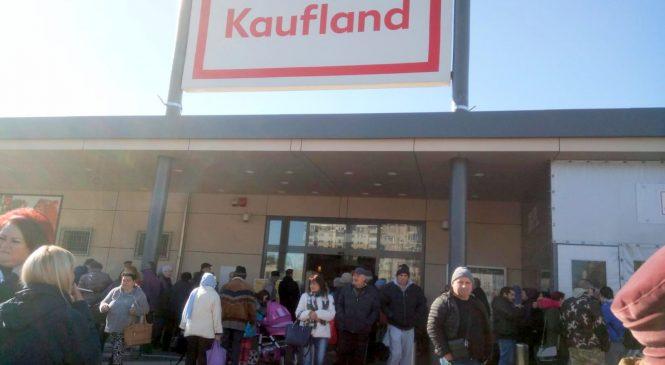 Panică la Kaufland. Clienții unui magazin din Arad au fost evacuați