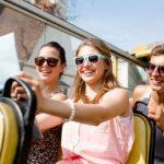 Stiai ca transportul cu autocarul reprezinta modalitatea ideala pentru calatoriile de grup? Iata motivele!