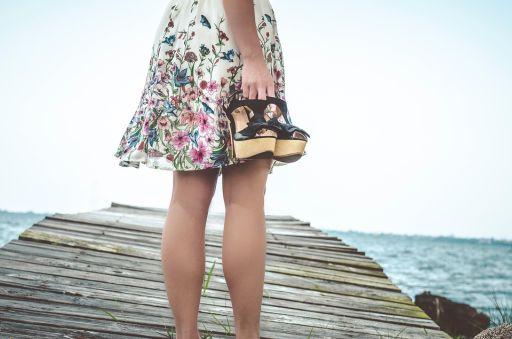 Nu știi care sunt tendințele vestimentare în această primăvara? Află cum poți să strălucești fără prea mult efort!