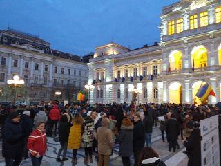 Sute de arădeni au protestat faţă de modificările aduse legilor Justiţiei
