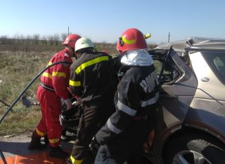 UPDATE Accident pe DN 7. O persoană a murit, una este rănită
