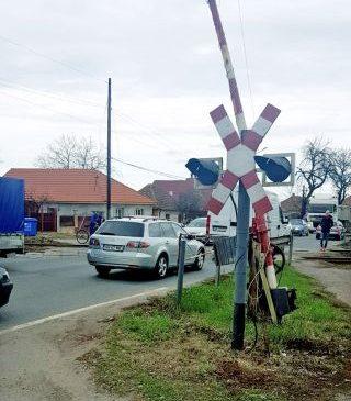 Apel pentru repararea trecerilor de cale ferată de la Zimandu Nou şi Chişineu Criş