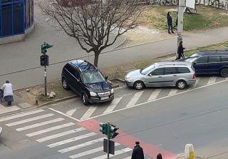 Fotografia zilei: Cum se mai parchează în Arad