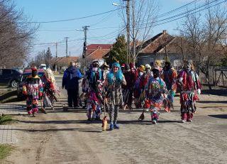Locuitorii din Olari au alungat iarna. Ce obicei au păstrat