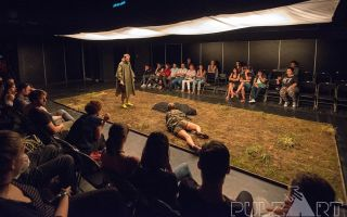 """Spectacol care are ca temă criza refugiaților, pe scena Teatrului Clasic """"Ioan Slavici"""""""