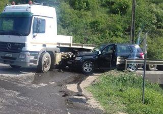 Accident pe DN 7, la Lipova. Trei persoane au fost rănite