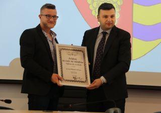 """Sportivul Eduard Gafencu a primit diploma """"Arădeni cu care ne mândrim"""""""