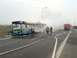 Autobuz în flăcări pe autostrada Arad – Timișoara