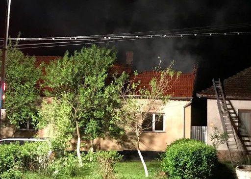 Incendiu în noaptea de Înviere la o casă din Ineu