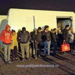 16 migranți ascunși într-o autoutilitară, depistaţi la PTF Nădlac II