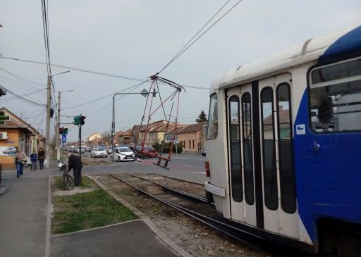 Fotografia zilei: Tramvaiul trece, pantograful rămâne