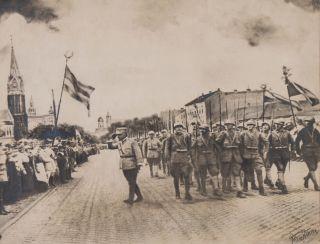 """Fotografia """"Intrarea trupelor române în orașul Arad. 17 mai 1919"""" – exponatul lunii mai Muzeu"""
