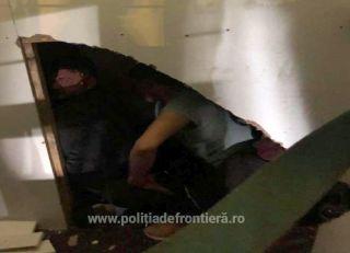 Migranți ascunși într-o autoutilitară, depistaţi la PTF Nădlac II